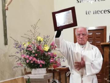 Serradilla del Llano homenajea a su párroco, don Joaquín.