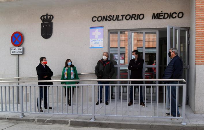 Miguel Navarro / ICAL. El secretario general del PSCyL, Luis Tudanca, visita el nuevo centro de salud de la localidad salmantina de La Macotera