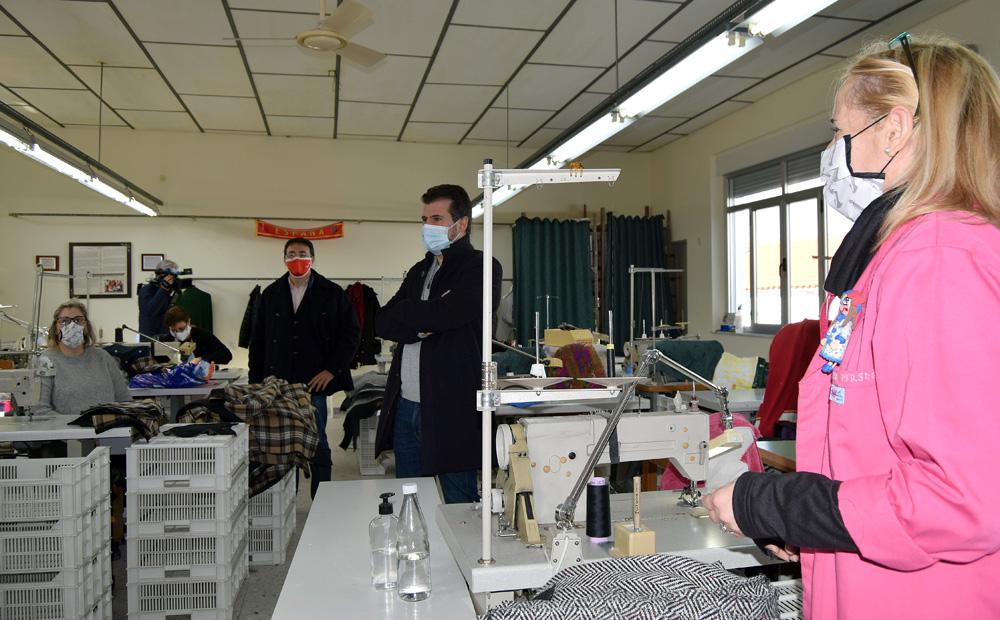 Miguel Navarro / ICAL . El secretario general del PSCyL, Luis Tudanca, visita la Cooperativa Obrera Juan XXIII, creada por trabajadoras del textil, en la localidad salmantina de La Macotera