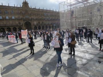 Autonomos de varios sectores se concentran en la Plaza Mayor.