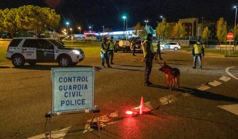 guardia civil patrulla noche toque queda 7