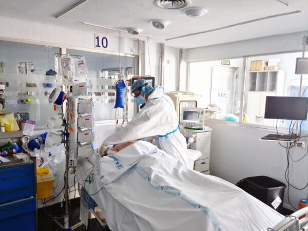 hospital clinico uci coronavirus (2)