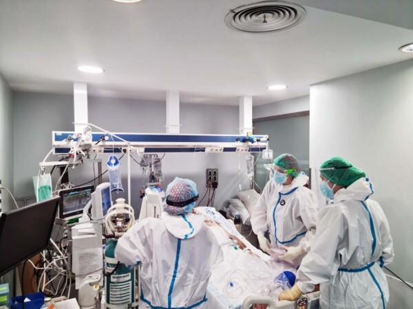 hospital clinico uci coronavirus