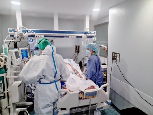 hospital clinico uci coronavirus (7)