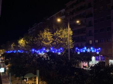 Las luces de Navidad que adornan la avenida de Portugal.