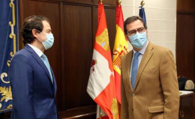 Rubén Cacho / ICAL . El presidente de la Junta de Castilla y León, Alfonso Fernández Mañueco, se reúne con el presidente de la CEOE, Antonio Garamendi.