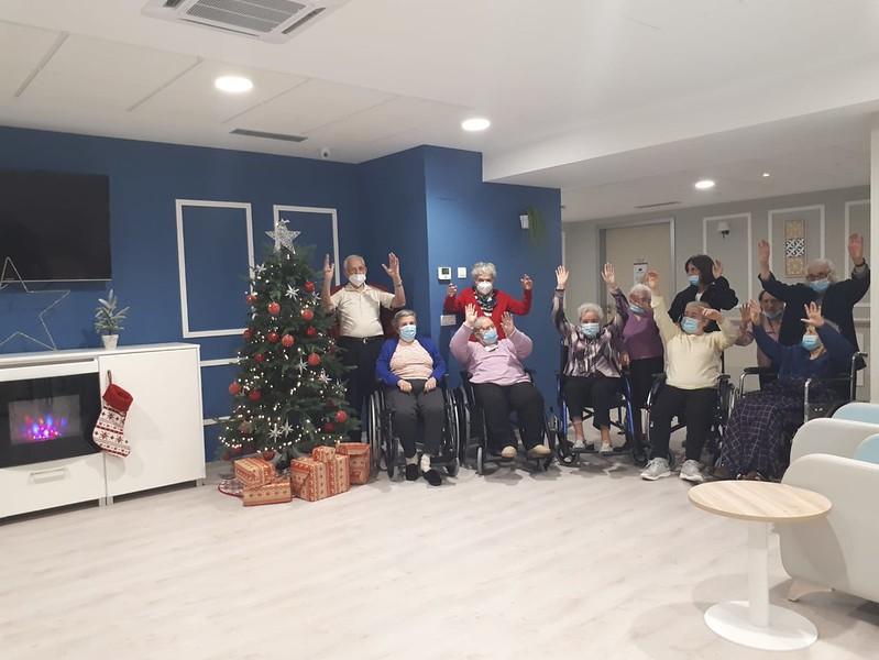 Los residentes del centro Clece Vitam San Antonio se preparan para la Navidad.