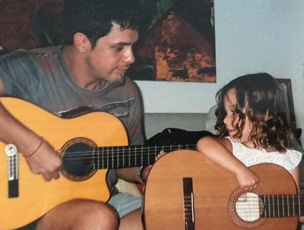 Alejandro Sanz y su hija Manuela.