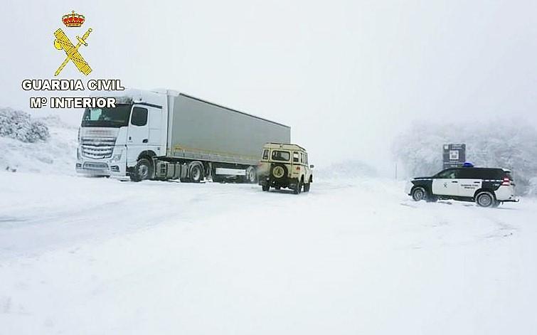 camion polaco atrapado nieve leon ical