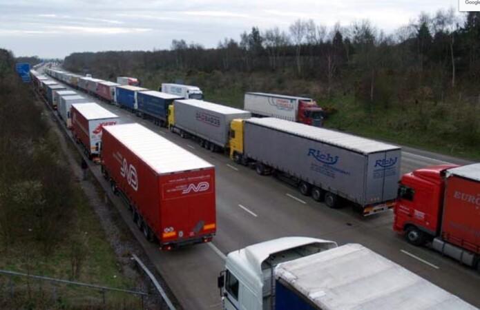 camiones varados hent cierre fronteras reino unido francia camioneros transporte brexit