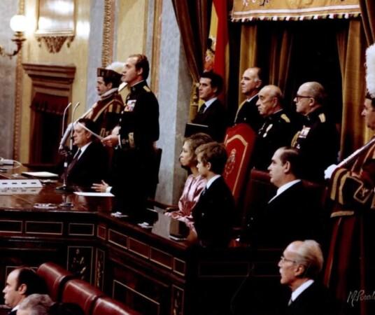 congreso constitucion monarquia corona rey emerito