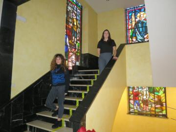 Cristina Hidalgo y Claudia Reinoso, alumnas de 1º de Bachillerato de Arte en el Calasanz.