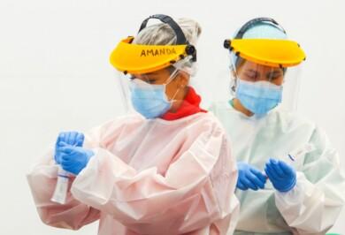 dos enfermeras hacen test pcr bierzo leon ical