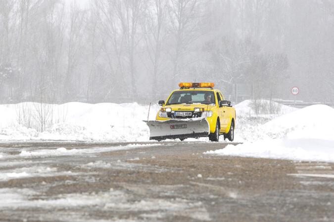 Campillo / ICAL . Nieve en la localidad leonesa de Pola de Gordón