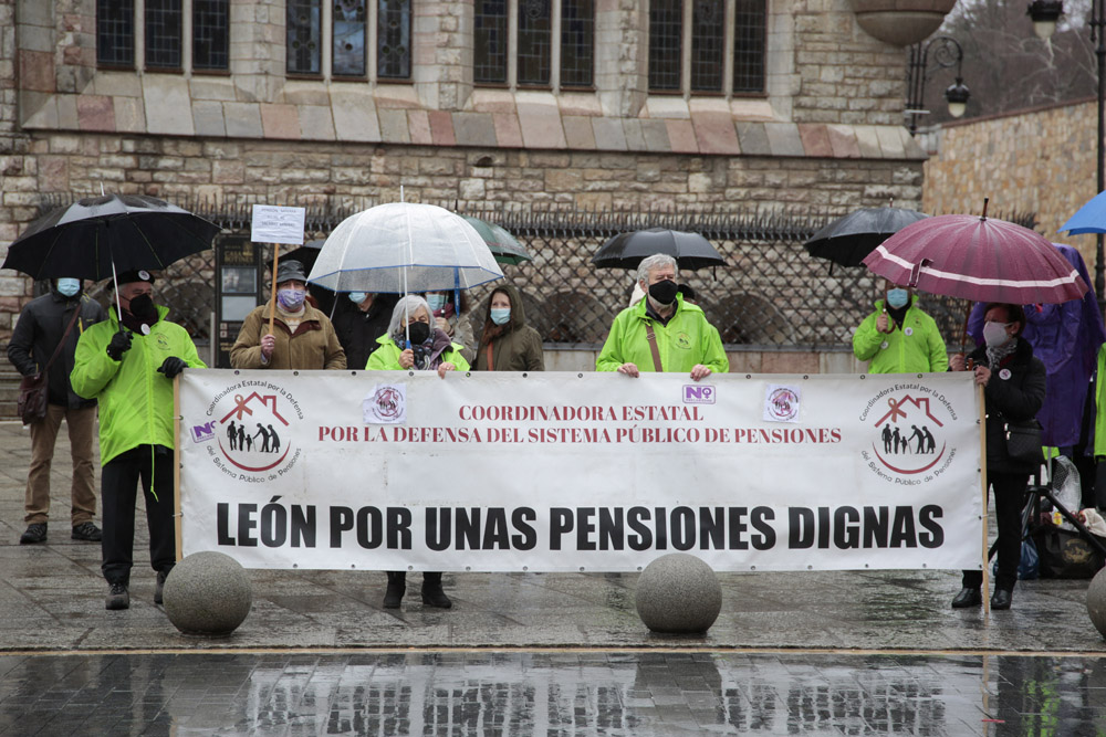 Campillo / ICAL . La Coordinadora por la Defensa del Sistema Público de Pensiones (COESPE) se concentra contra la reforma de las pensiones en la capital leonesa