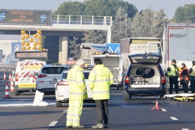 Miriam Chacón / ICAL . Tres personas muertas atropelladas al tratar de auxiliar a un camión accidentado en Tordesillas (Valladolid)