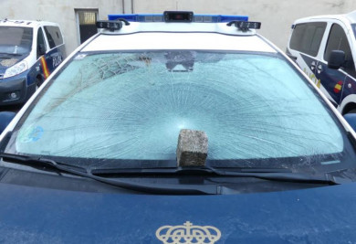 adoquin coche policia