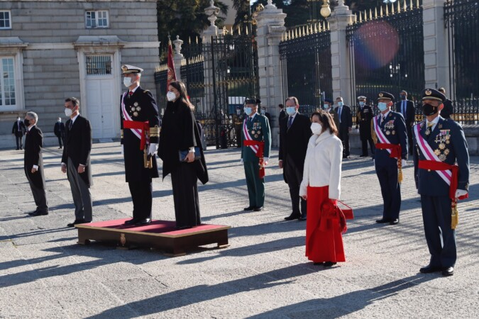 Los Reyes, felipe VI y Letizia, el presidente del Gobierno, Pedro Sánchez y la ministra de Defensa, Margarita Robles. Foto. Casa Real.