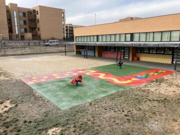El Ayuntamiento de Carbajosa renueva el patio del CEIP La Ladera que los alumnos estrenan este lunes
