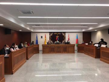 Pleno municipal celebrado en el Ayuntamiento de Villares.