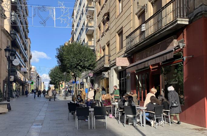 Terrazas en la calle Zamora.