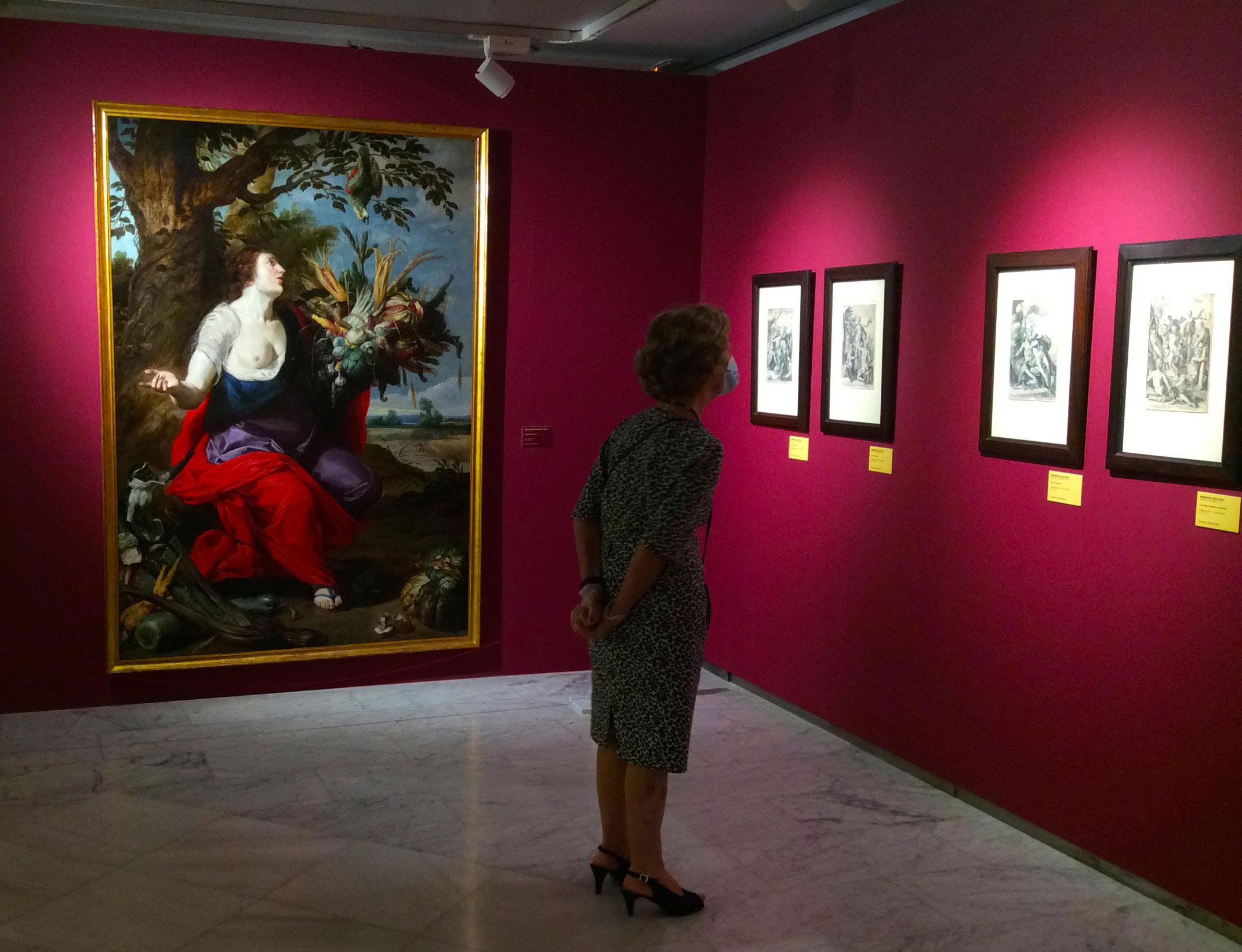 Visitantes haciendo cola para acceder al Museo Casa Lis en agosto de 2020.