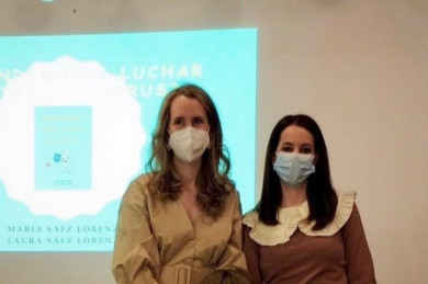 Las hermanas Laura y María Sáez Lorenzo autoras de los libros ¿Aprendemos a Salvar Vidas? y ¿Aprendemos a luchar contra los virus?.