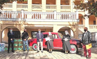 El Automóvil Club de Salamanca y El Corte Inglés entregan a la organización la recaudación del 'Día del Guardia Urbano'