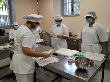 Cáritas de Salamanca pone en marcha un curso de operaciones básicas en la cocina para personas desempleadas.