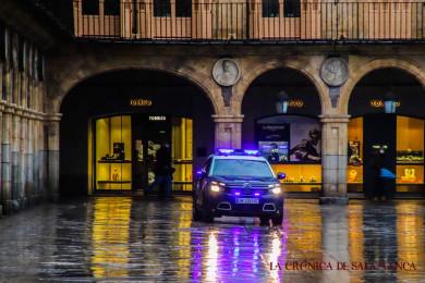 LLUVIA invierno 5 feb david martin policia nacional plaza mayor (4)