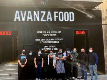 El equipo que trabaja en las cocinas de Avanza Food, ubicado en la avenida de Portugal, 80.