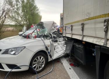 Bomberos Diputación Valladolid / ICAL . Fallece en una colisión contra un camión en la A-62 a la altura de Tordesillas (Valladolid)