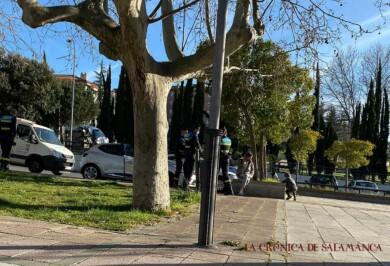 """Auxilian a un bebé de 3 años que dormía en el interior de un coche """"a pleno sol y con las ventanillas subidas"""" en Salamanca"""