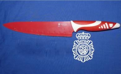 policia cuchillo
