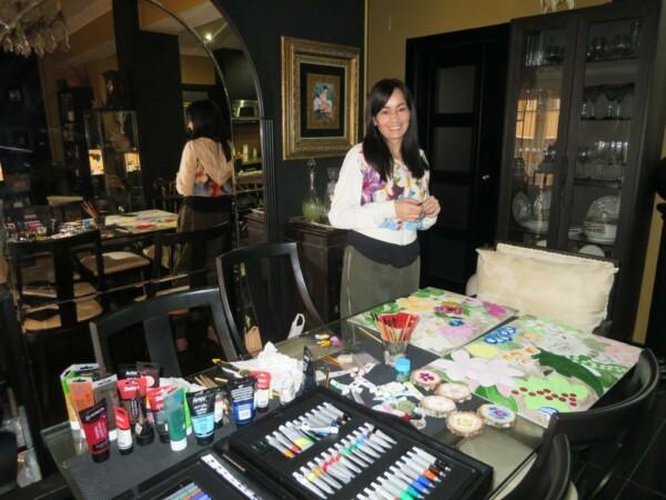 Silvia García Nñuñez, en su mesa de trabajo.