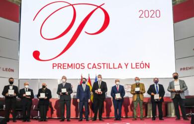 ICAL. El presidente de la Junta de Castilla y León, Alfonso Fernández Mañueco(C), junto a los Premios Castilla y León 2020
