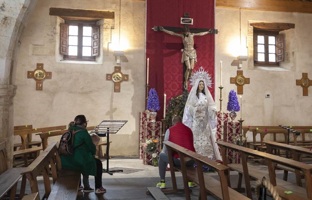 Susana Martín / ICAL. Medio siglo de la hermandad que revitalizó la Pasión salmantina. Estos días los fieles pueden visitar las imágenes en la iglesia