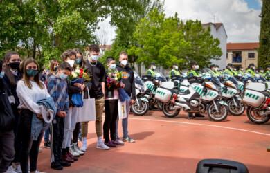 VICENTE/ICAL. Los familiares de los dos agentes fallecidos en accidente, acudieron el homenaje que compañeros de la Benemérita les rindieron en Ciudad Rodrigo.