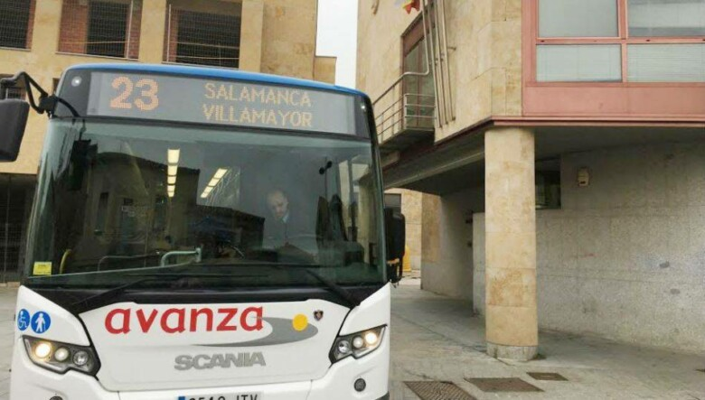 Autobus de línea en Villamayor.