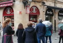 Colas en las pastelerías de Salamanca, este domingo previo al Lunes de Aguas. (2)