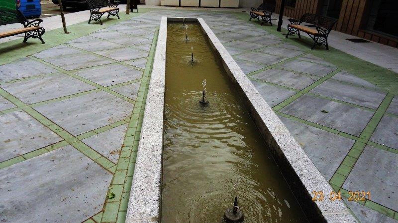 La fuente de la plaza entre las calles Toledo y Velázquez.