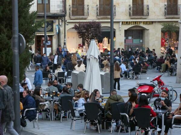 gente terrazas calles sabado 17 abril (1)