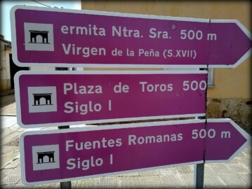 Las señales indicativas de Calvarrasa de Arriba.