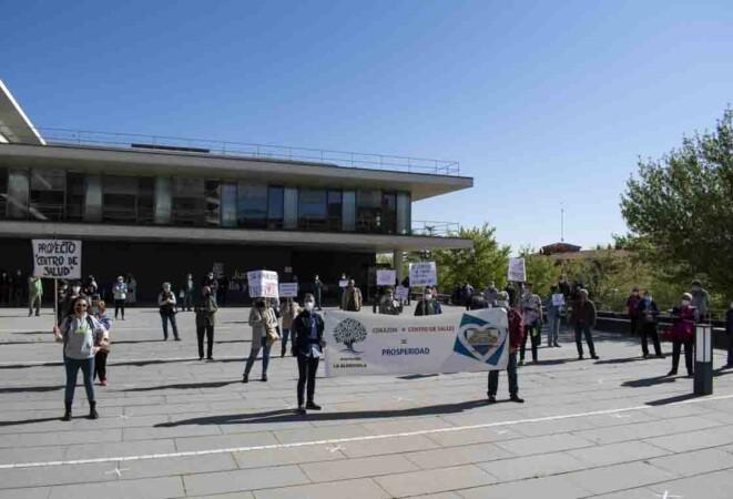 almudena iglesias protesta vecinos centro salud prosperidad (8)