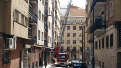 rescate joven encerrado baño bomberos (6)