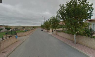 La calle José María Martín Patino y la salida a la actual y vigente carretera SA-300 de Juzbado. Foto. Google.