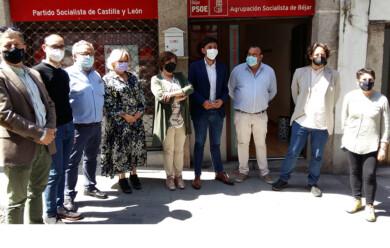 Los parlamentarios nacionales socialistas se reúnen con representantes municipales de Béjar y Candelario.