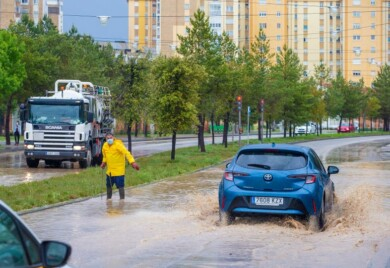 Ricardo Ordóñez / ICAL . Inundaciones en la capital burgalesa a causa de la tormenta