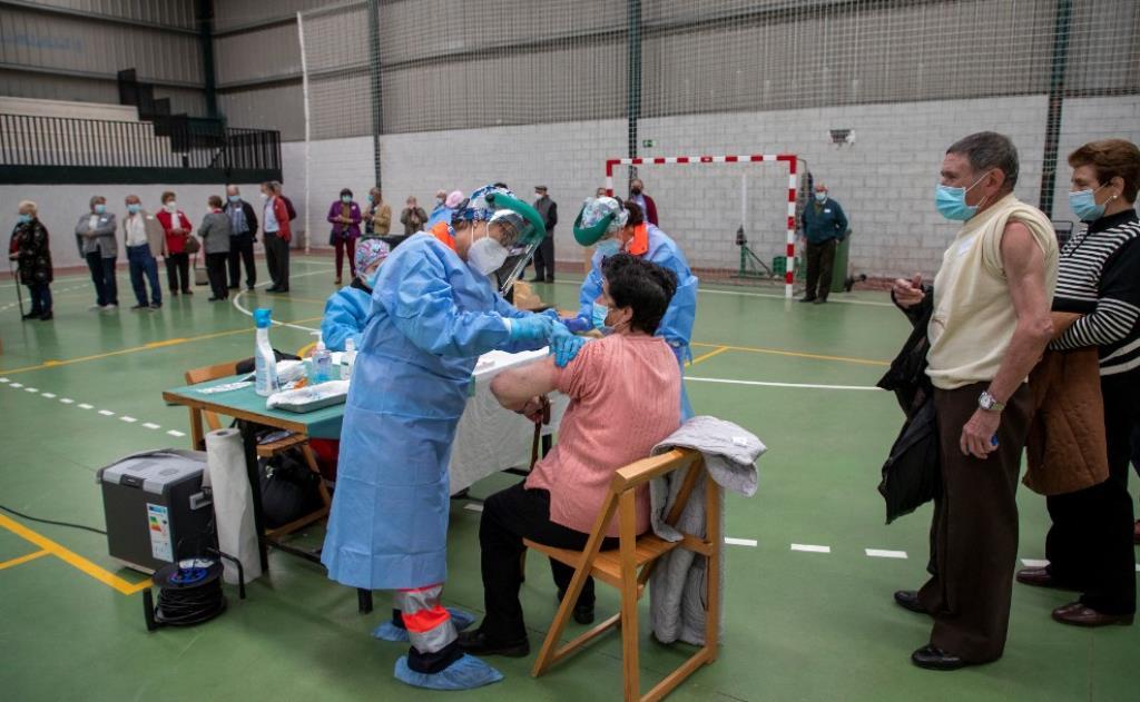 vacunacion mayores alberca ical susana 2