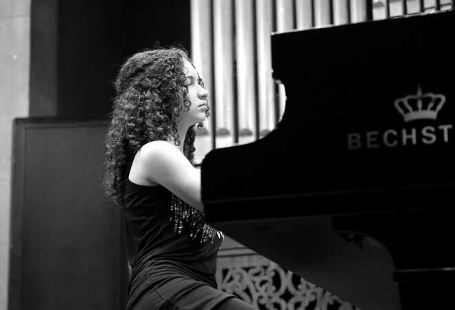 Andrea Capitán, pianista